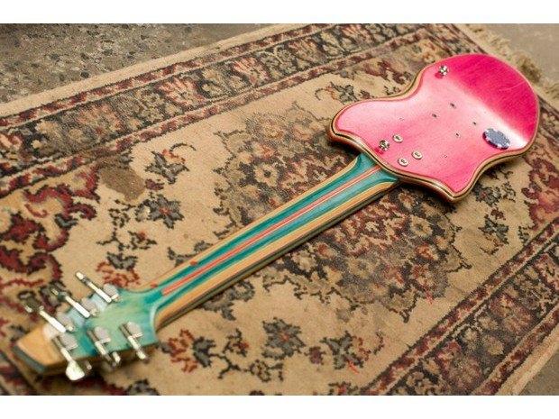Аргентинская мастерская создает электрогитары из старых скейтбордов. Изображение № 7.