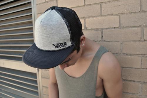 Скейтерская марка Vans также выпускает кепки. Изображение №30.
