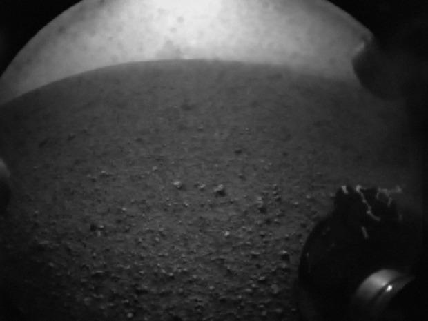 Первые кадры, полученные с Curiosity. Изображение № 16.