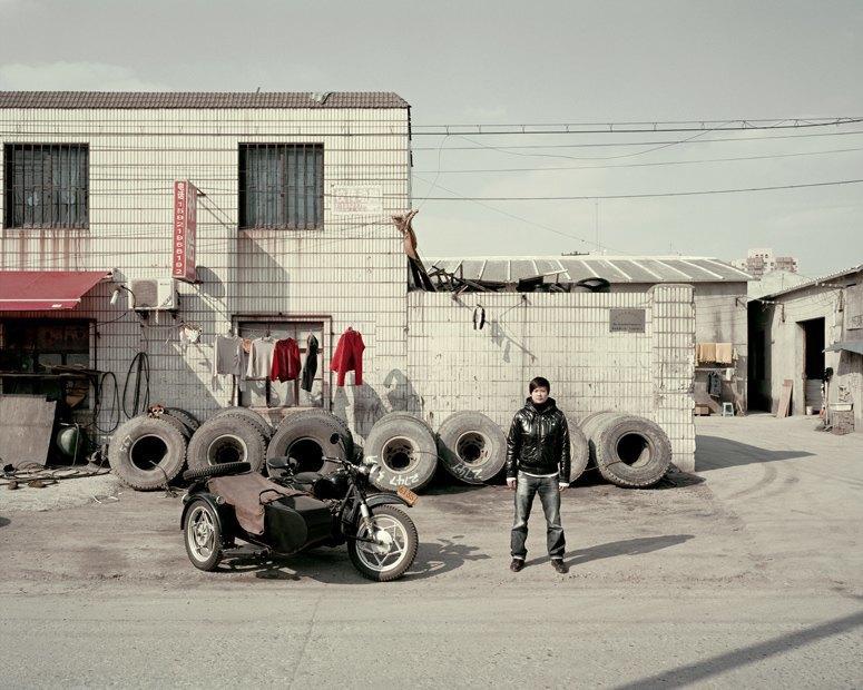 В люльке: Владельцы мотоциклов с колясками на фоне пейзажей Шанхая. Изображение № 6.