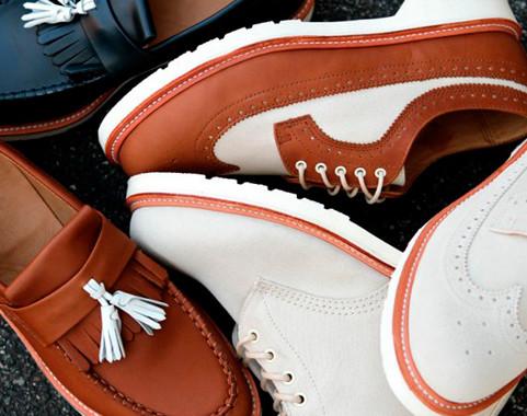Марка Dr. Martens выпустила весеннюю коллекцию обуви. Изображение № 2.