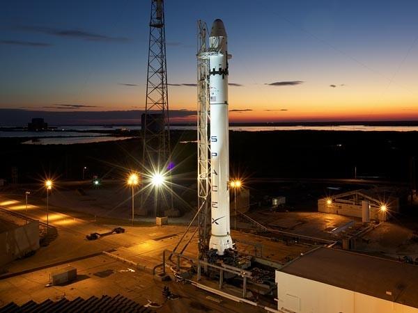 К МКС запущен первый в мире частный космический корабль. Изображение № 1.
