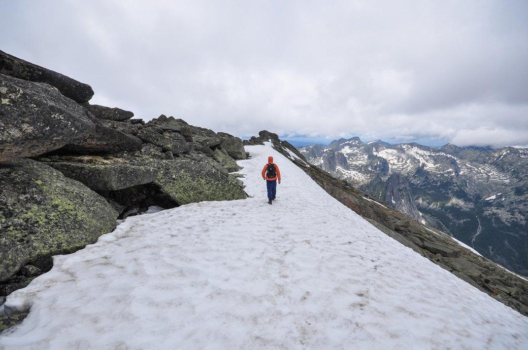 «Лучше действовать, чем ждать у моря погоды»: Как я прыгнул с сибирской скалы в вингсьюте. Изображение № 10.