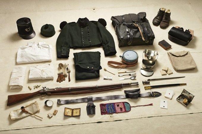 Британец сфотографировал всё военное снаряжение начиная с XI века. Изображение № 8.