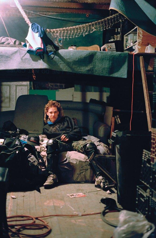 Жизнь нью-йоркских сквотеров в фотопроекте Эш Тэйер. Изображение № 7.