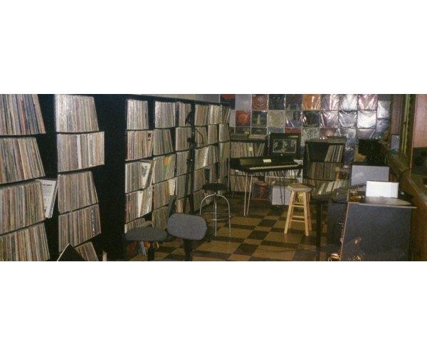 Коллекция пластинок Джей Диллы всего за сутки распродана на eBay. Изображение № 2.