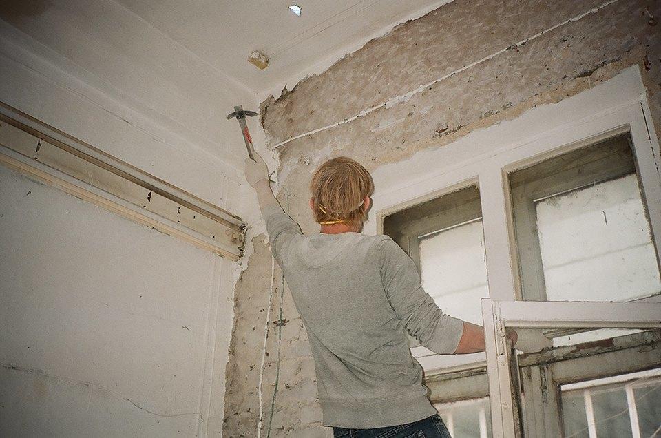 Фоторепортаж: Как мы сделали ремонт в мастерской силами редакции. Изображение № 6.