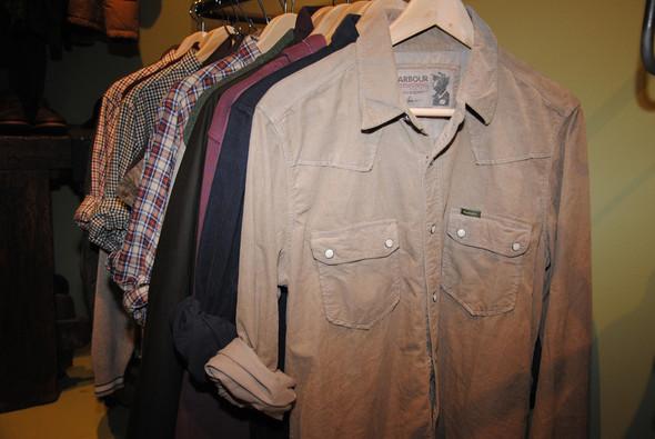 Рубашки, в том числе такие вельветовые, тоже подписаны именем Маккуина, хотя не факт, что в его гардеробе были похожие.. Изображение № 6.