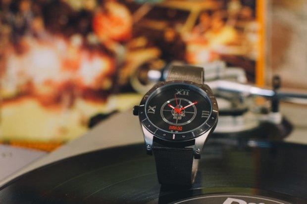 Марка Flud и группа Public Enemy выпустили совместную модель часов. Изображение № 1.