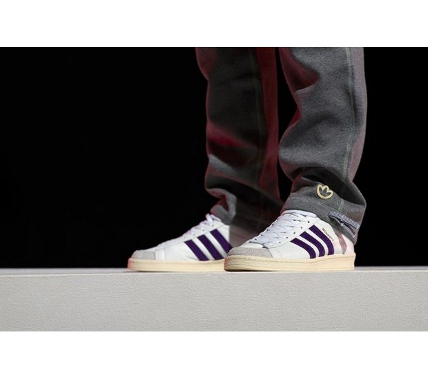 Марка Adidas Originals и дизайнер Казуки Кураиши запустили новую линейку одежды. Изображение № 19.