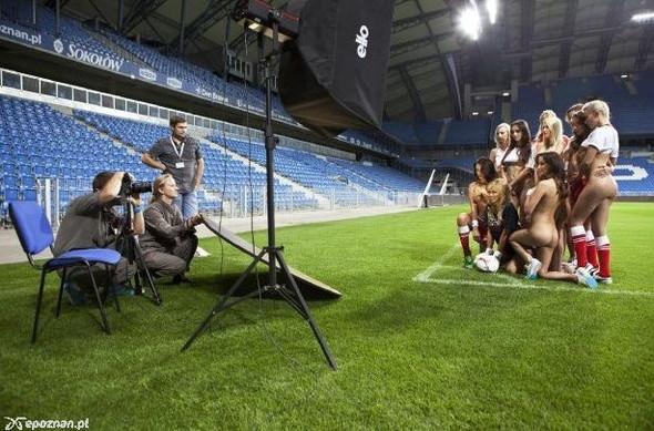 Девушки из Playboy протестировали футбольный стадион для Евро-2012. Изображение № 15.