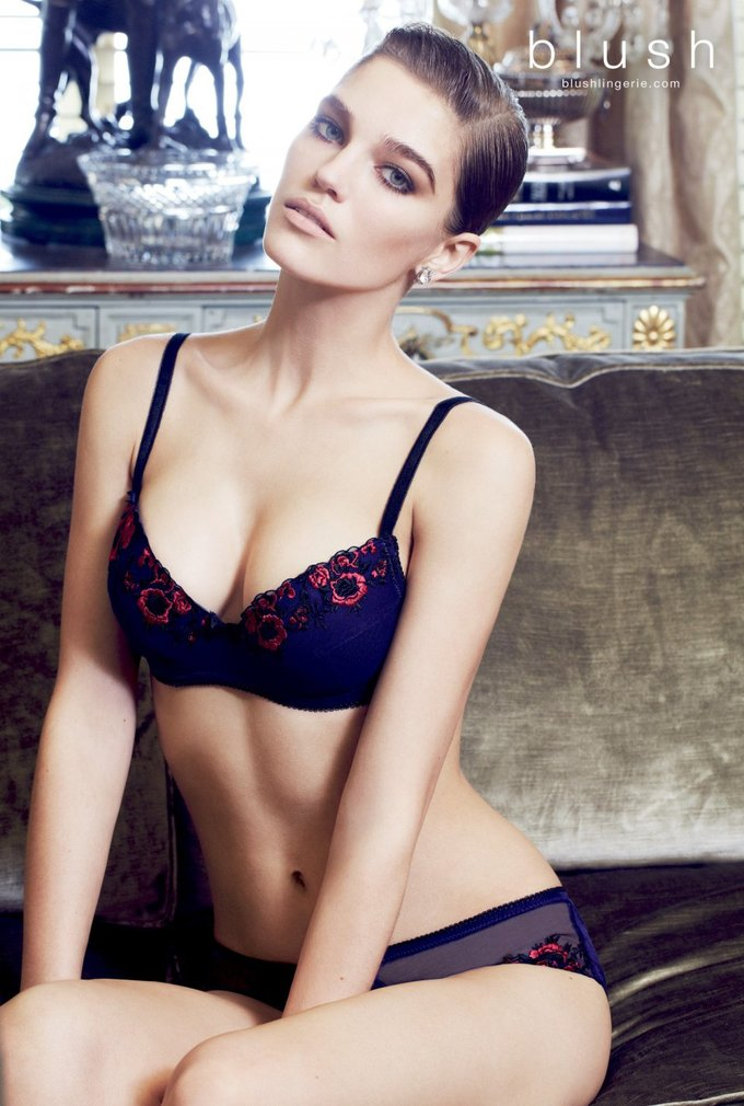 Модель Саманта Градовилль снялась в рекламе Blush. Изображение № 5.