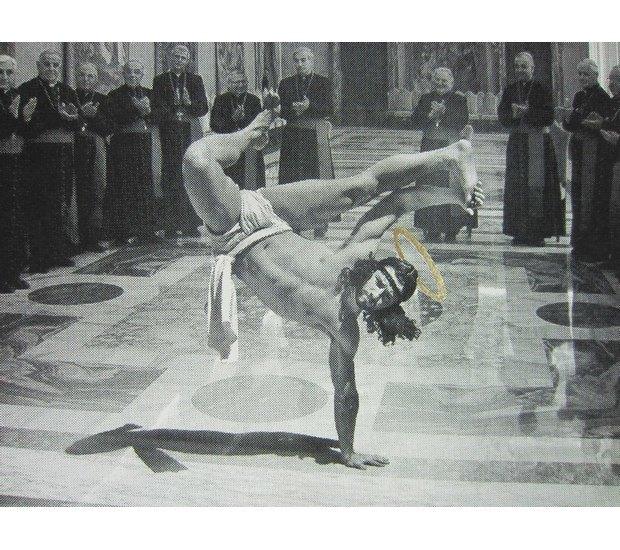 В Бристоле появилось граффити с танцующим брейк Иисусом. Изображение № 7.