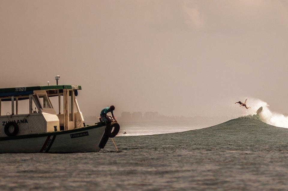 Russia Goes Surfing: Репортаж из серферского лагеря на Мальдивах. Изображение № 15.