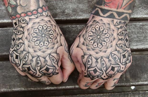 Точка на плоскости: Гид по дотворку — особенной технике татуировок. Изображение №23.