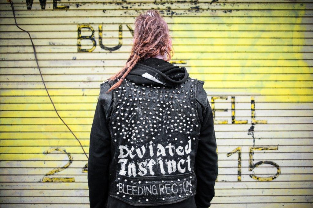Как британские подростки создают панк-сообщества в заброшенных домах. Изображение № 16.