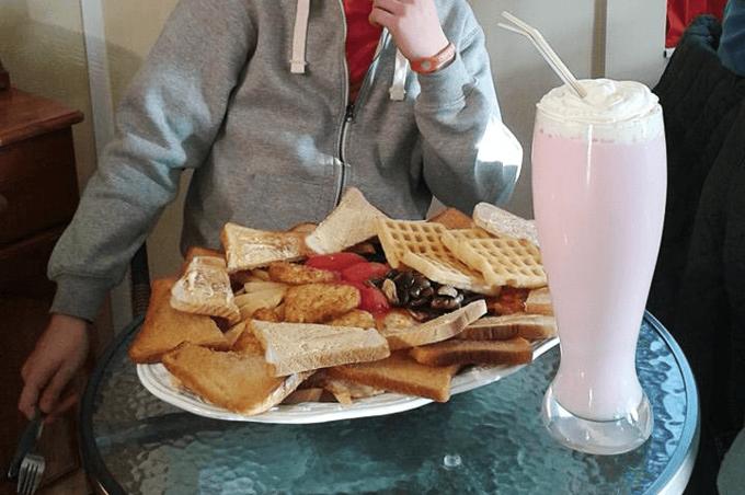 В меню английского кафе появился самый калорийный завтрак в мире. Изображение № 1.