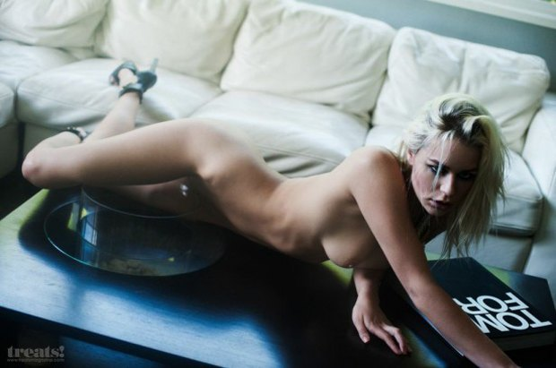 Кейт Комптон снялась обнаженной для журнала Treats!. Изображение № 2.