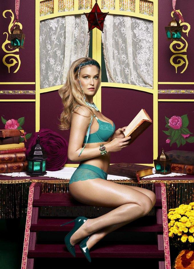 Модель Бар Рафаэли снялась в рекламе белья Passionata. Изображение № 3.