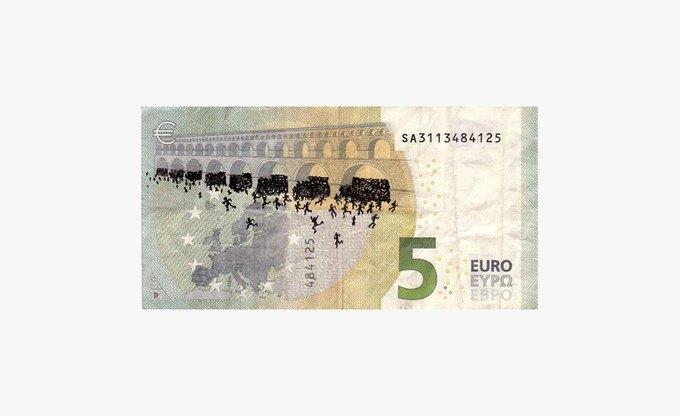 Художник «портит» банкноты евро в знак протеста. Изображение № 1.