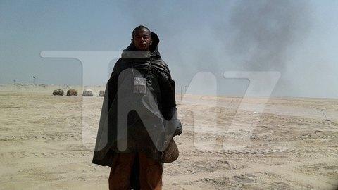 В сеть попали первые снимки со съемочной площадки новых «Звездных войн». Изображение № 24.