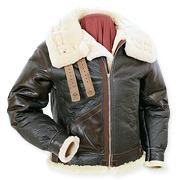 На высоте: История и особенности легендарной пилотской куртки на меху — B-3. Изображение № 20.