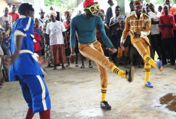 В Африке уличные клоуны поставят шоу о вирусе Эбола. Изображение № 1.