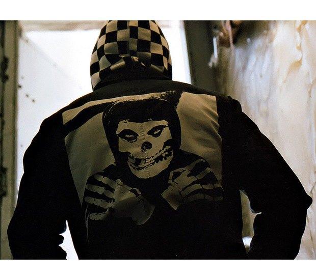 Марка Supreme и панк-группа The Misfits выпустили совместную коллекцию одежды. Изображение № 2.