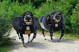 В США изготовили летающего робота с механической рукой . Изображение № 1.