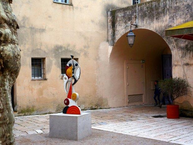 Уличные скульптуры, созданные неизвестными. Изображение № 6.