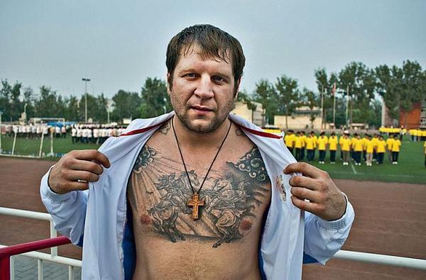 Александр Емельяненко пообещал застрелить своих недоброжелателей. Изображение № 1.