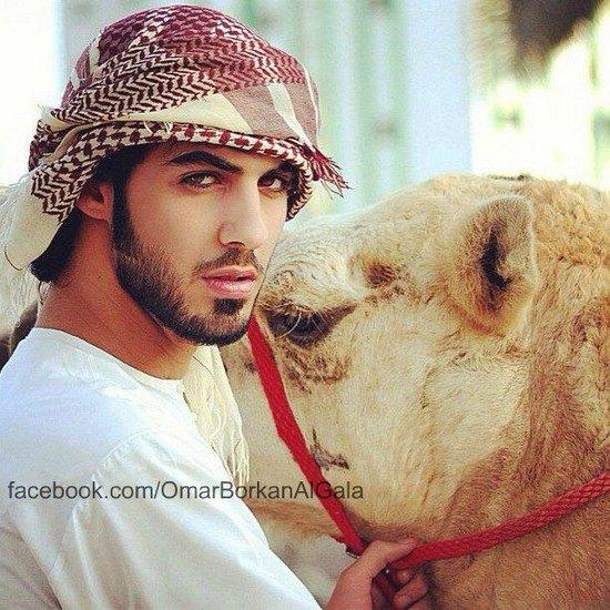 В сети появилось фото мужчины, которого выгнали из Саудовской Аравии за его красоту. Изображение № 2.