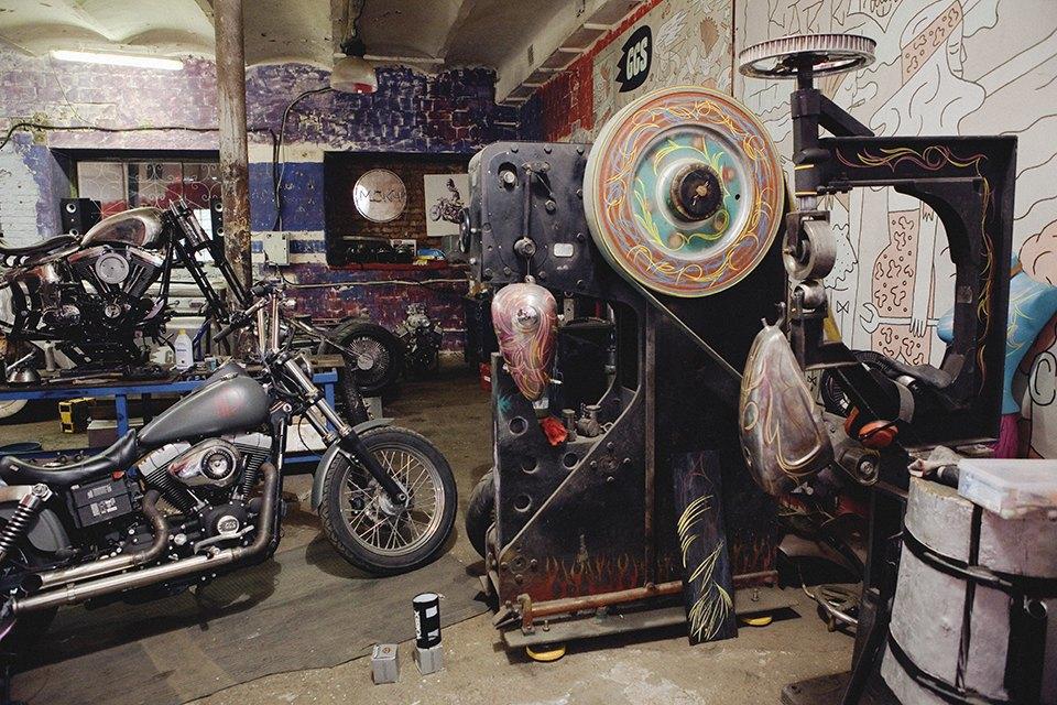 Болгарка, молоток и сварка: Интервью с  Глебом Чёрным, владельцем кастом-ателье мотоциклов . Изображение № 7.