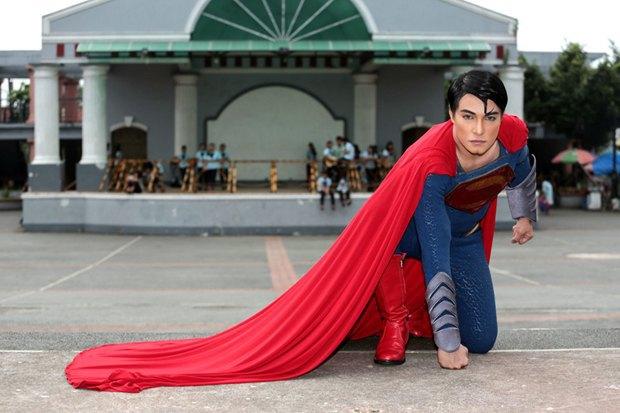 Филиппинец превратился в Супермена при помощи 13 пластических операций. Изображение № 7.