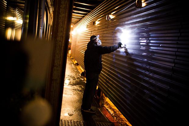 Граффити-художник P183 нарисовал портрет Сида Вишеза у входа в бар «Клава». Изображение № 21.