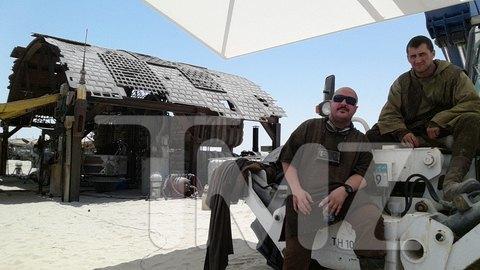 В сеть попали первые снимки со съемочной площадки новых «Звездных войн». Изображение № 23.