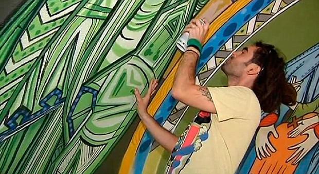 В Испании художников граффити позвали расписывать стены местной церкви. Изображение № 1.