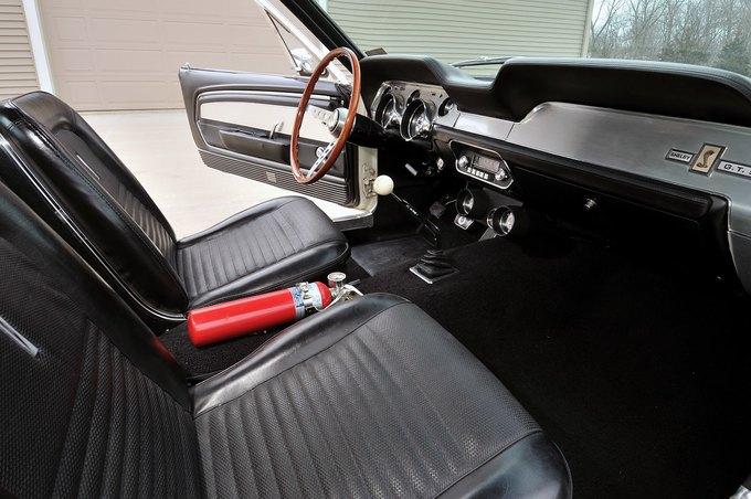 В США на аукционе продали самый дорогой Ford Mustang. Изображение № 20.
