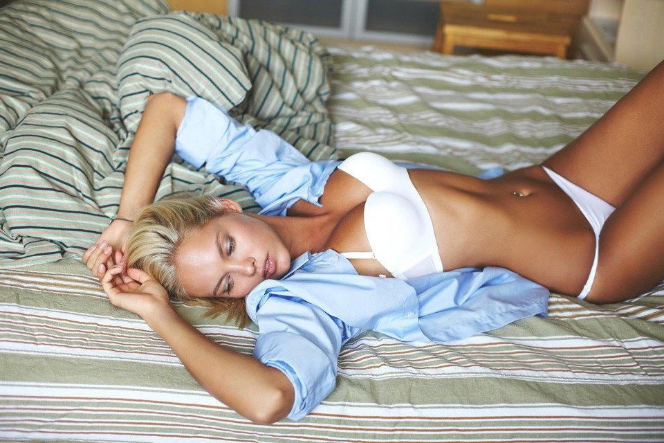 Неловкое утро: 5 девушек в мужских вещах. Изображение № 10.