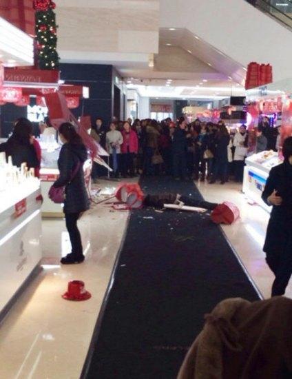 Китаец покончил с собой, потому что его подружка не смогла прекратить шопинг. Изображение № 1.