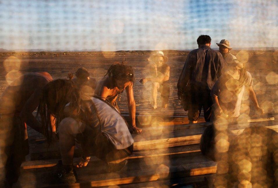 Как развлекаются посетители фестиваля Burning Man в африканской пустыне. Изображение № 5.