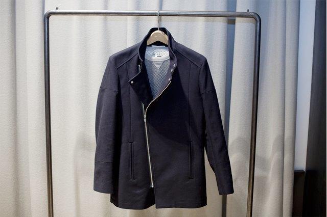 5 красивых продавщиц в магазинах одежды выбирают вещи для парня мечты. Изображение № 14.