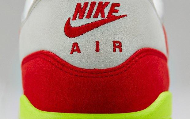 Nike выпустили новую модель сникеров в честь 27-летия кроссовок Air Max. Изображение № 7.