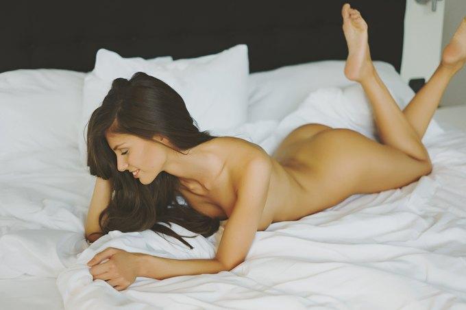 Модель Делая Тудос снялась у фотографа Вали Барбулеску. Изображение № 2.
