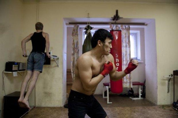 Фотограф Паскаль Дюмон заснял жизнь в студенческих общежитиях в Москве. Изображение № 6.
