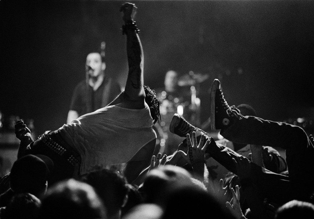 Музыка нас связала: Фотограф Эрин Фейнберг десять лет снимает фанатов на концертах. Изображение № 16.