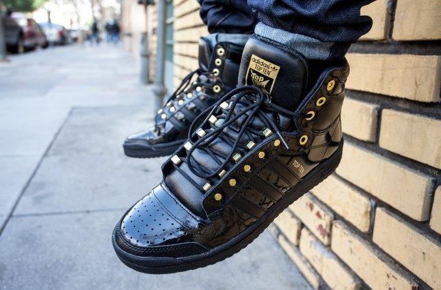 Марка Adidas Originals представила лукбук перезапущенной линейки кроссовок Top Ten . Изображение № 1.