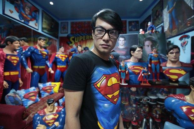 Филиппинец превратился в Супермена при помощи 13 пластических операций. Изображение № 6.