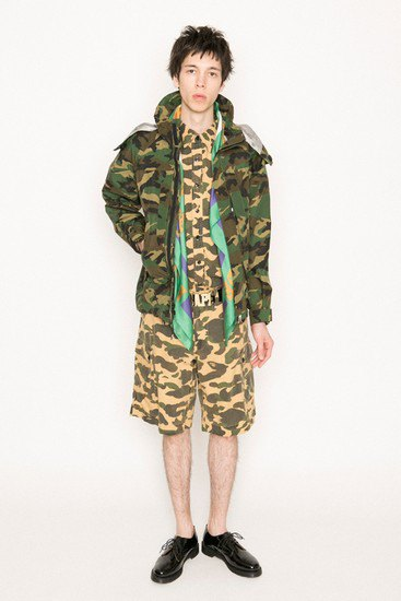 Марка A Bathing Ape опубликовала лукбук весенней коллекции одежды. Изображение № 18.