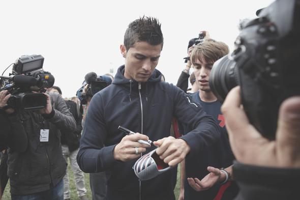 Коллекция одежды Криштиану Роналду и интервью со знаменитым футболистом. Изображение № 29.